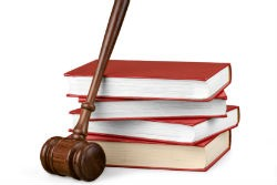 Нужно ли заемщику приходить в суд