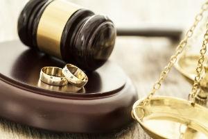 Как при разводе делятся кредиты супругов