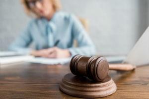Можно ли подать в суд на заемщика поручителю