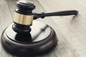 Сколько могут удерживать из зарплаты судебные приставы на кредит